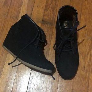Mad Paw black wedge booties